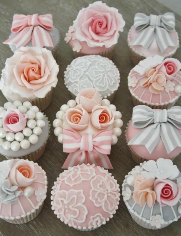 tolle-hochzeitscupcakes-dekoration-rosen-perlen-blumendeko