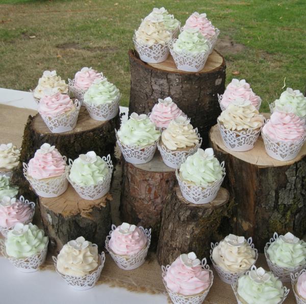 viele-hochzeitscupcakes-in-pastellfarben-wunderbare-idee