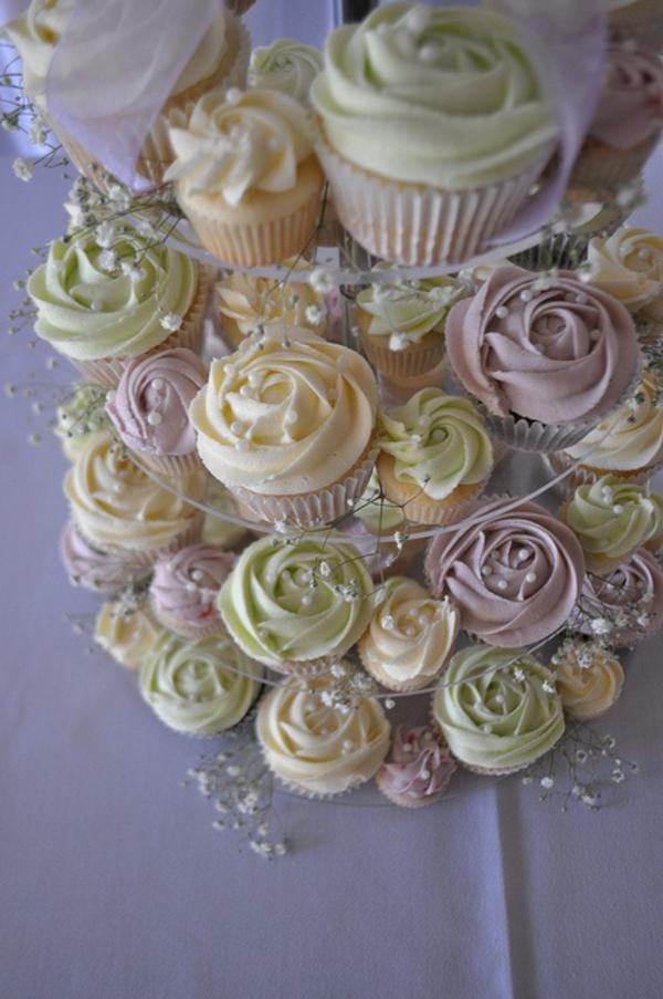 hochzeitscupcakes-originelle-idee-deko-pastellfarben
