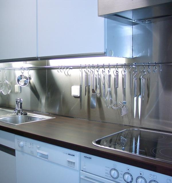 interessante-graue-paneele-für-blaue-küche- schöne gestaltung