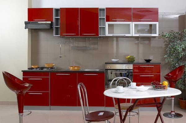 küchenlösungen-für-kleine-küchen-rote-fronten