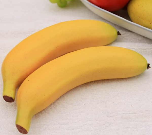 zwei-künstliche-Bananen-Obstdeko