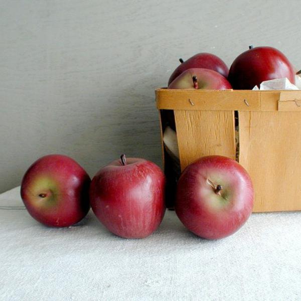 künstliche-rote-Äpfel-Dekoidee
