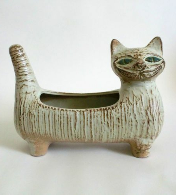 katzenfiguren-aus-keramik-boot