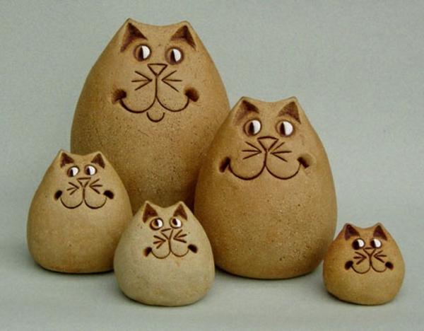 katzenfiguren-aus-keramik-familie