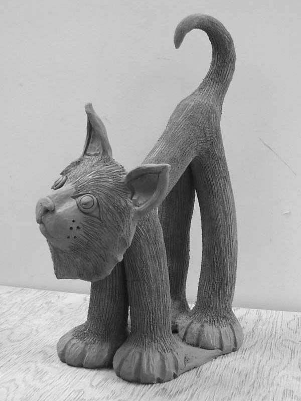 katzenfiguren-aus-keramik-graue