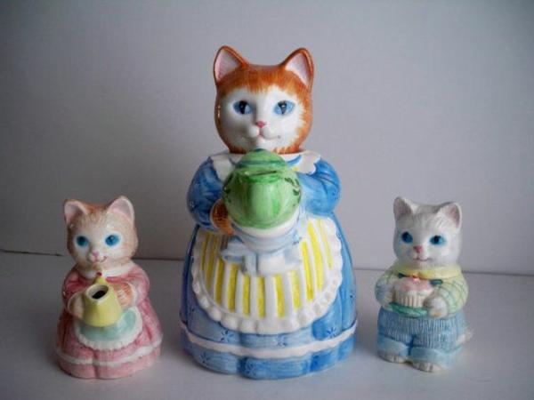 katzenfiguren-aus-keramik-mutti-und-kinder