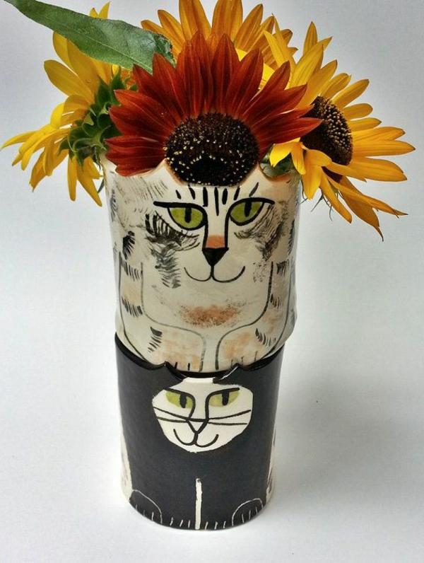 katzenfiguren-aus-keramik-vase