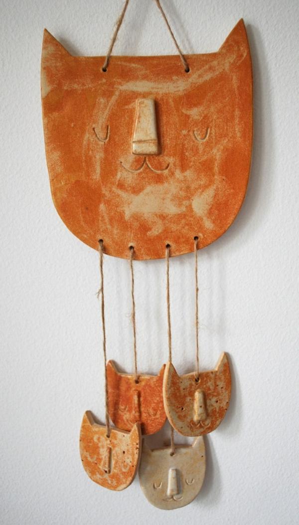 katzenfiguren-aus-keramik-wand-deko