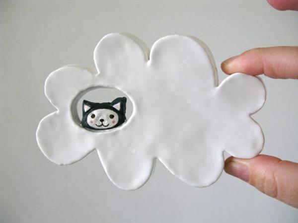 katzenfiguren-aus-keramik-wolke