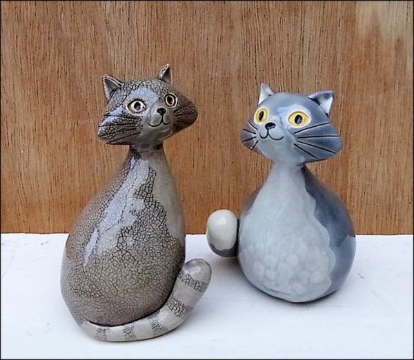 katzenfiguren-aus-keramik-zwei-freunde