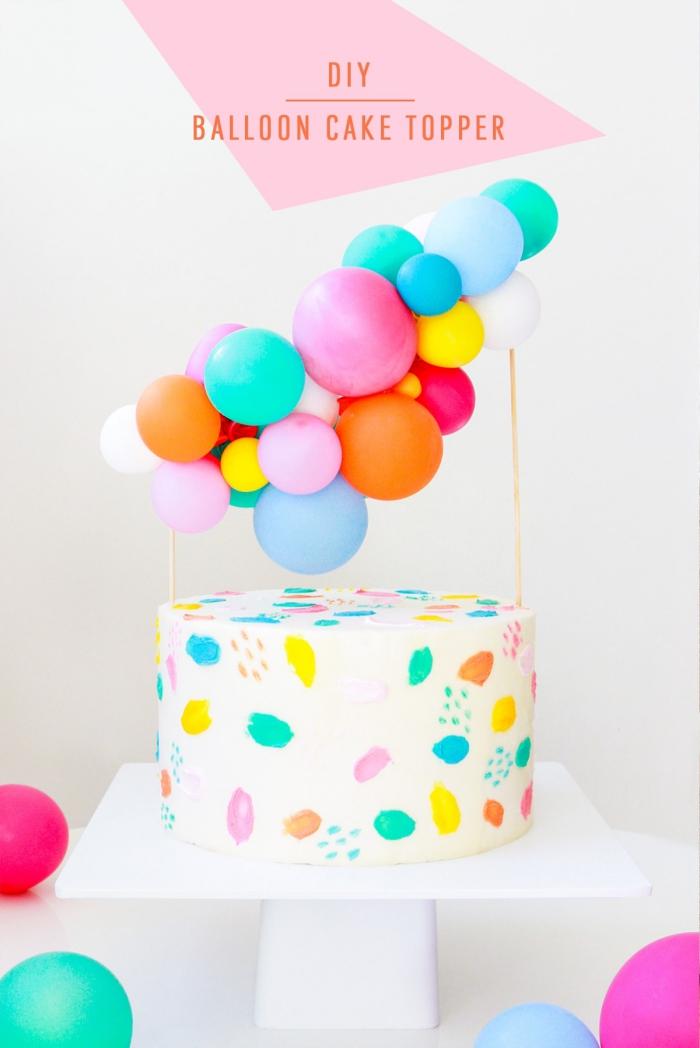 kindergeburtstag deko ideen, tortendeko selber machen, topper aus bunten luftballons