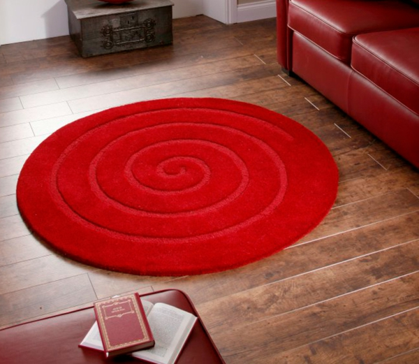 kleine-runde-teppiche- in-roter-farbe- für ein modernes wohnzimmer