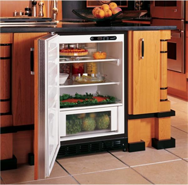kleiner-Kühlschrank-mit-Schubladen-Küchengestaltung-Idee