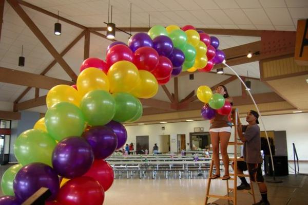 kreativ-gemachte-ballon-deko - ein mann und eine frau