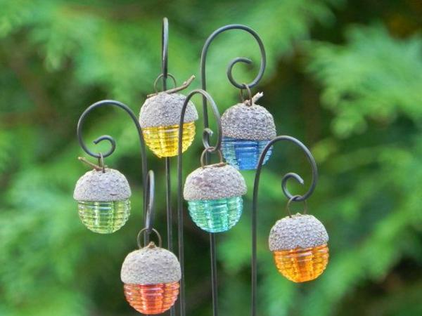 kreative-Laternen-für-Garten-farbig-Eichel