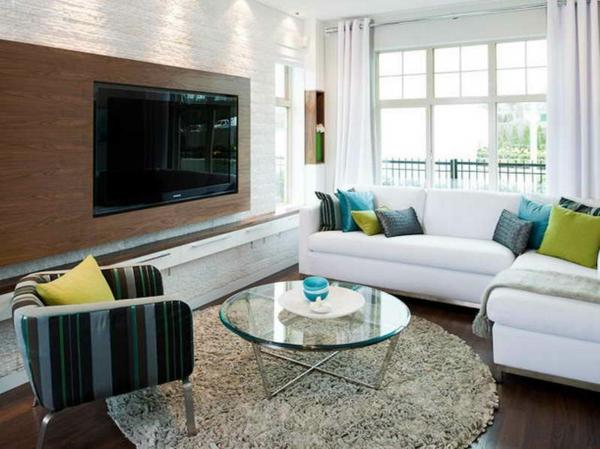kreativer-vorschlag-für-kleine-runde-teppiche- weiße gardinen