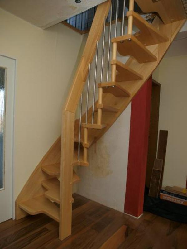 kreuzer-Treppe-aus-Holz-Wohnidee
