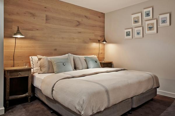 leselampe-für-bett-eine-akzentwand-im-schlafzimmer- mit bilder an der wand