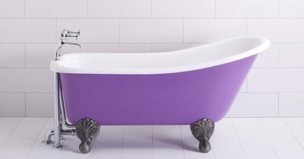 lila-Badewannen-für-kleine-Bäder-retro-stil