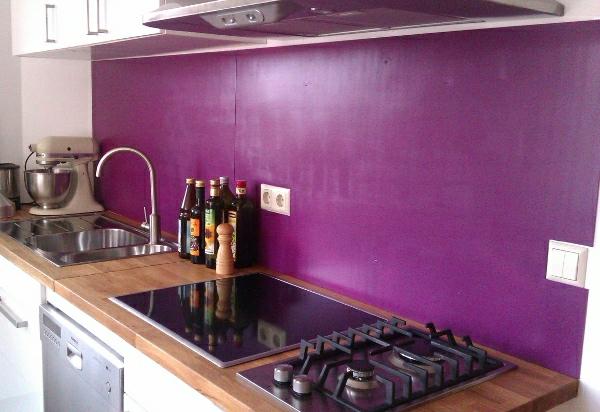 lila-wandpaneele-für-küche- lila wand gestalten