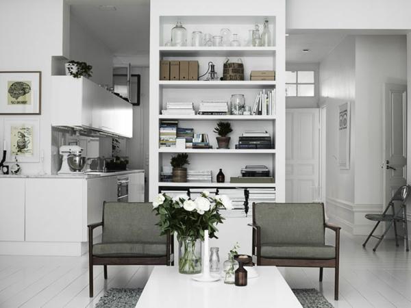 nordische mode bei der einrichtung - zwei graue stühle