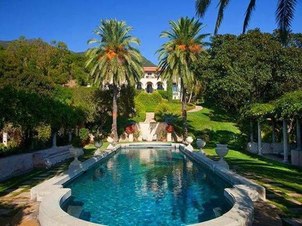 luxuhaus-pool-und-palmen-designidee