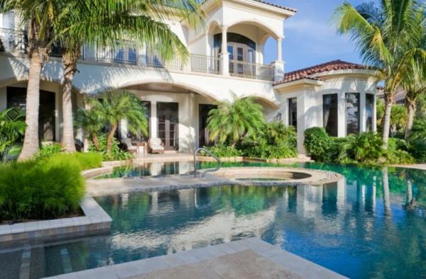 luxuriöses-haus-mit-pool-designidee
