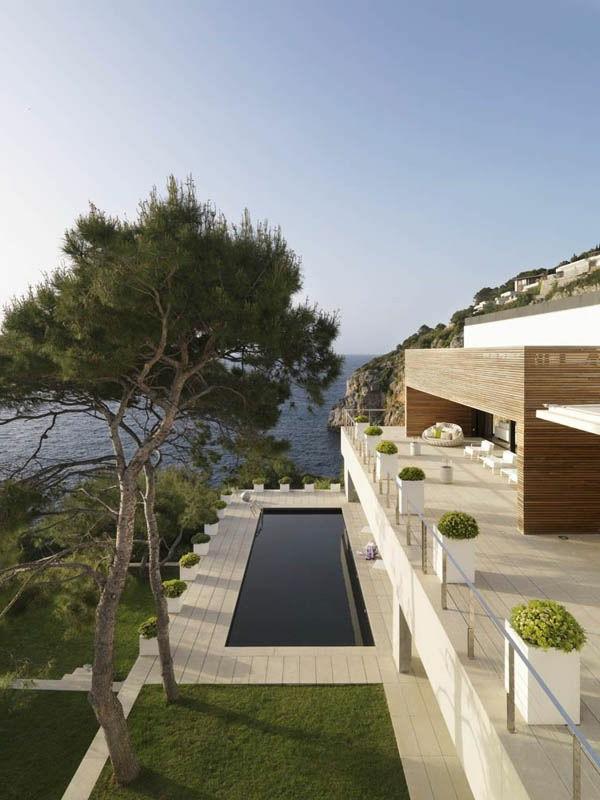 schönes-luxushaus-mit-moderner-architektur