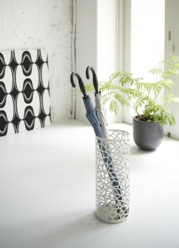 moderne-aufbewahrung-für-regenschirme-in-weiß