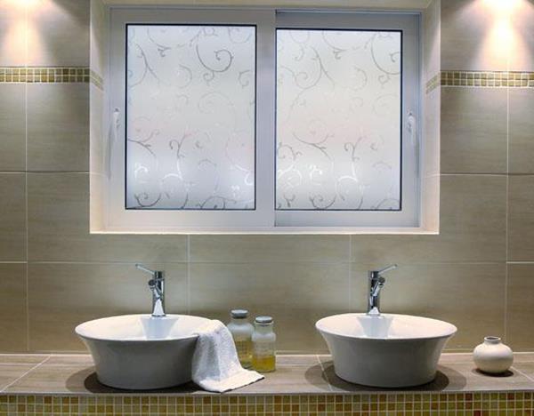 moderne-Sichtschutzfolie-für-Badezimmer-Gestaltungsidee