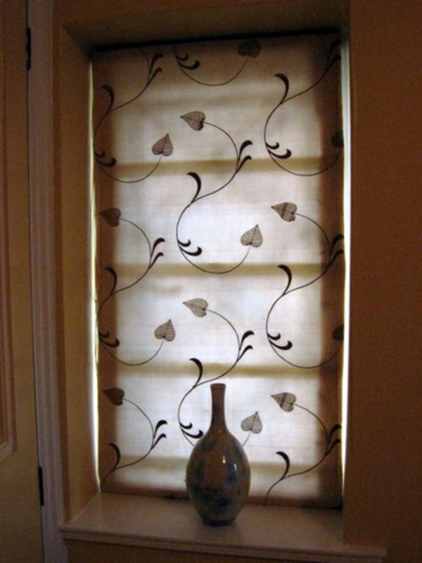 moderne jalousien f r kleine fenster interessant beleuchtet. Black Bedroom Furniture Sets. Home Design Ideas