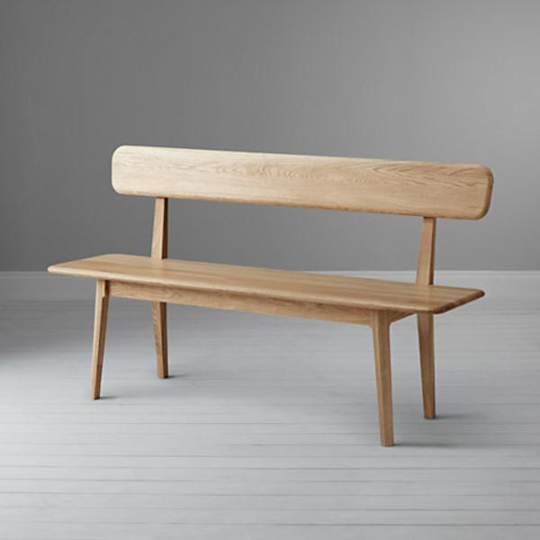 moderne-sitzbänke-ein-schönes-hölzernes-modell-grauer hintergrund