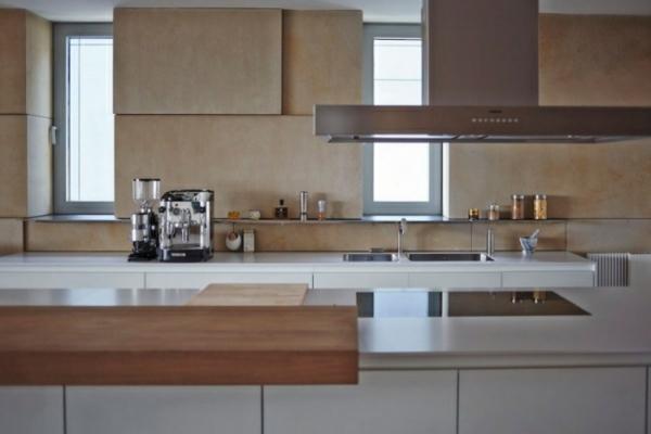 moderne-wohnung-küche-wandpaneele-beige-weiße-arbeitsplatte - super interieur