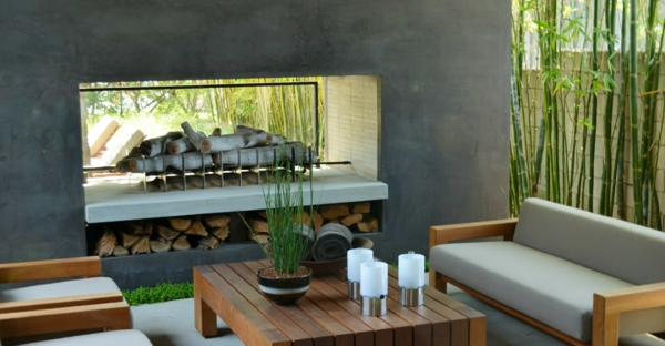 Modernes Gartendesign  Holzmöbel und moderner Kamin