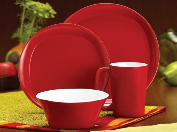 modernes-geschirr-set-rote-farbe- schönes foto