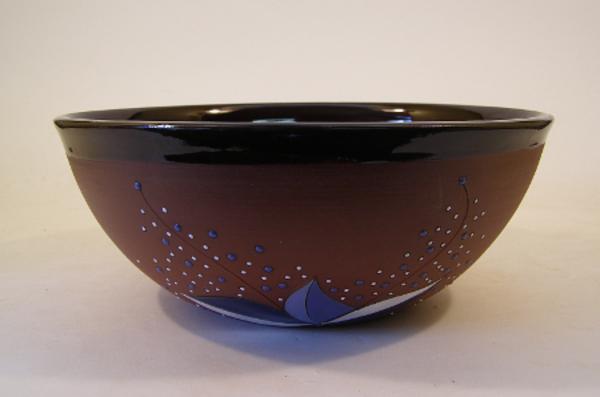 obstschale-aus-keramik-gut-aussehen- in brauner farbe