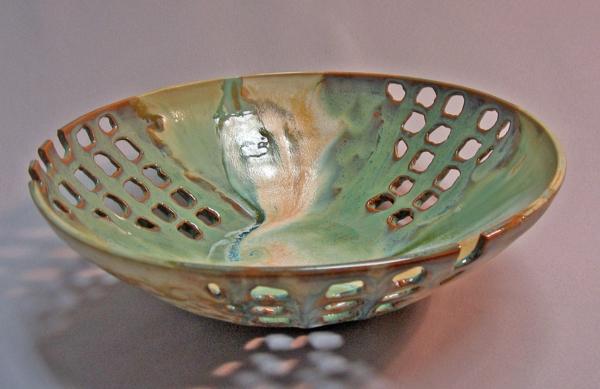 obstschale-aus-keramik-kreatives-design-grauer hintergrund