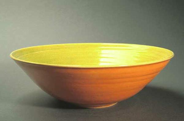 obstschale-aus-keramik-modernes-design-gelb und orange