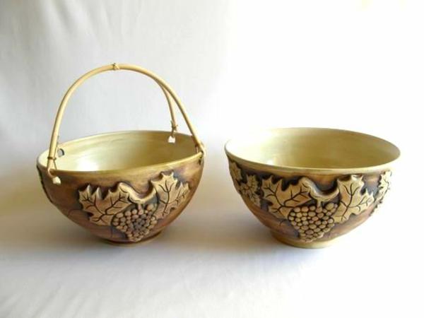 obstschale-aus-keramik-zwei-modelle- weißer hintergrund