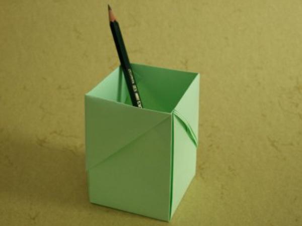 origami- schachteln-grüne-farbe - ein bleistift drin