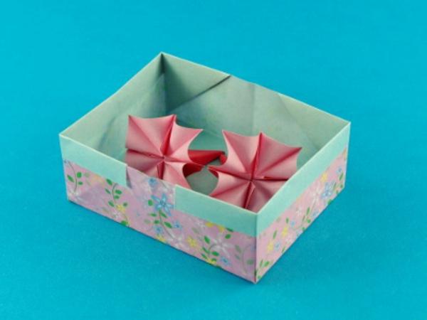 origami- schachteln-süßes-modell - blauer hintergrund