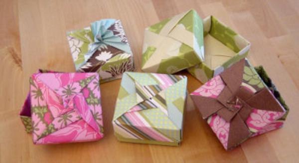 origami- schachteln-viele-modelle - foto von oben genommen