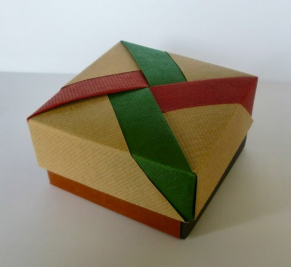 Make origami boxes? A great idea!