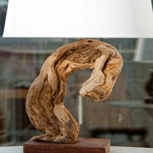 Tischlampe aus Treibholz - originelle Beispiele