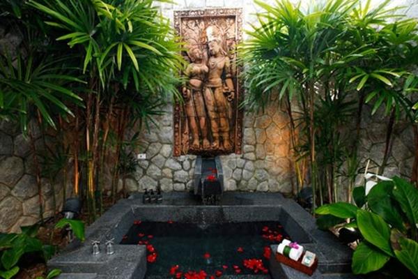 outdoor-jacuzzi-exotisch-wirken- buddha bild