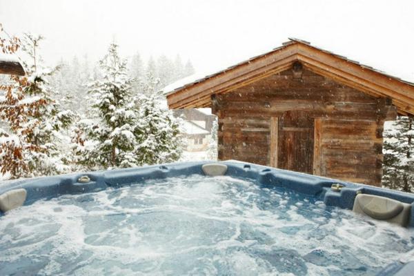 outdoor-jacuzzi-im-winter