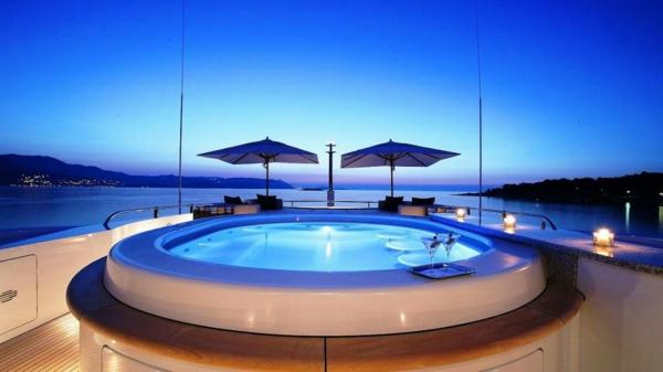 outdoor-jacuzzi-luxus-und-erste-klasse