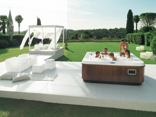 outdoor-jacuzzi-moderne-ausstattung
