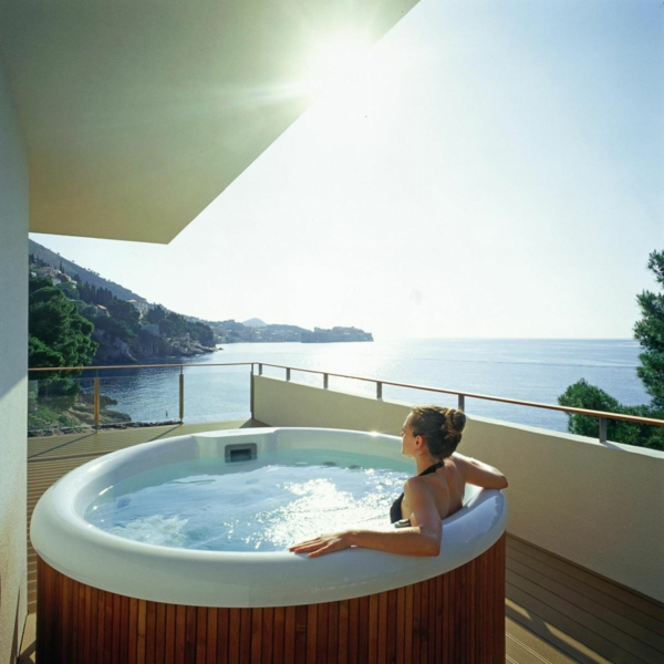 outdoor jacuzzi 53 wundersch ne fotos. Black Bedroom Furniture Sets. Home Design Ideas